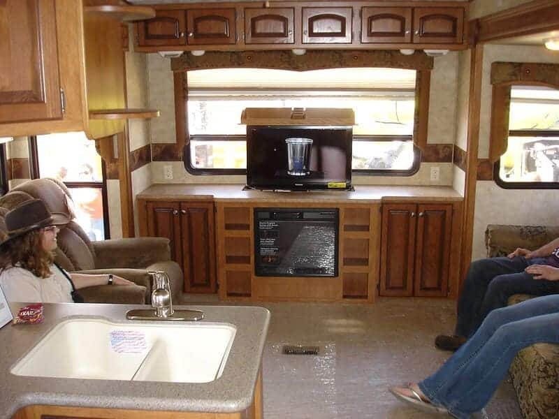 can-you-watch-tv-in-an-rv-while-driving